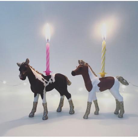 pony eller hest lysholder som kage topper til fødselsdagskage