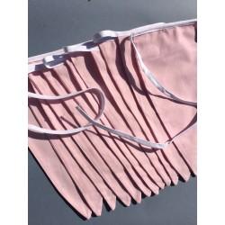 Håndlavet vimpel i lyserødt stof med hvid snor