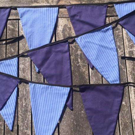 Håndlavet stofvimpel i blå farver med striber