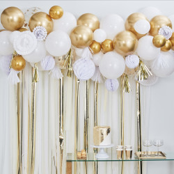 Hvid og guld ballon guirlande fra GingerRay