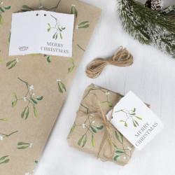 Mistelten gavepapir med bånd og til&fra kort fra GingerRay
